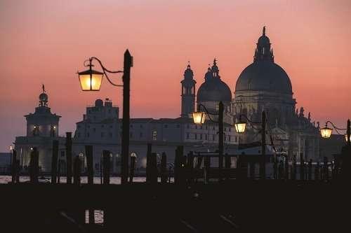 Venice night tour: learn Italian in the silence of the night